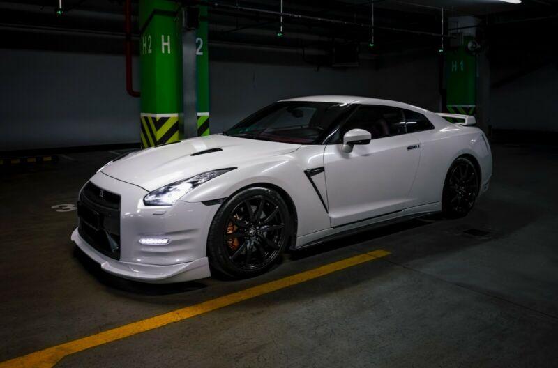 YMワークス東日本.横浜.サテライト店|特選輸入車Vol.89|2010 Nissan GT-R Premium Edition ru(中古車)乗り出し:¥8,865,227