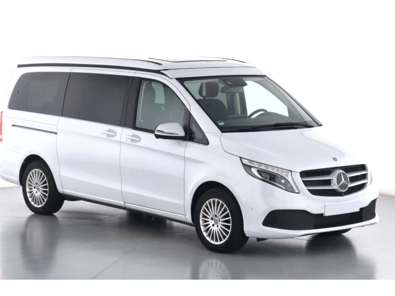 特選輸入車Vol.292 | 2021 Mercedes-Benz V 220 d Marco Polo 4×4 de(中古車)| 支払総額:¥11,993,697
