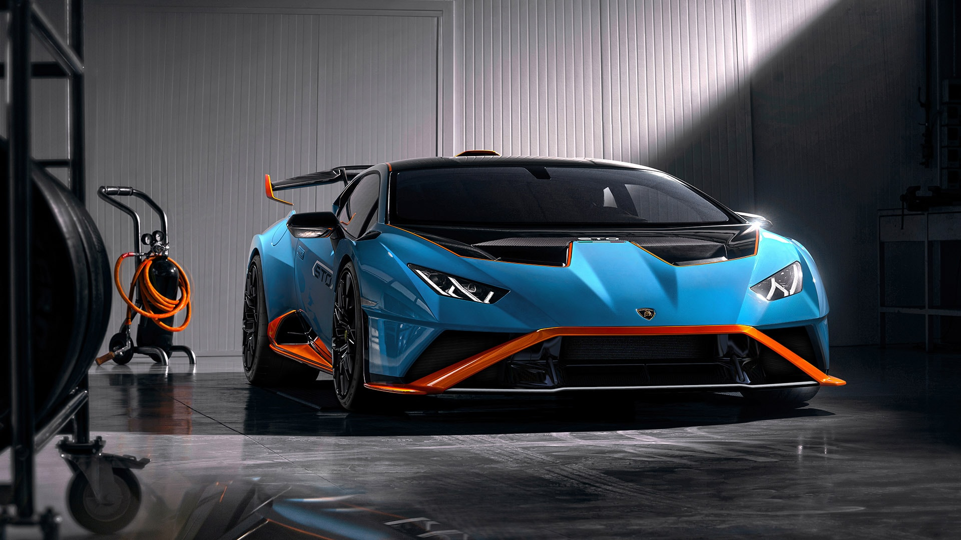 スーパーカー特集|Lamborghini Huracan(ランボルギーニ ウラカンSTO)